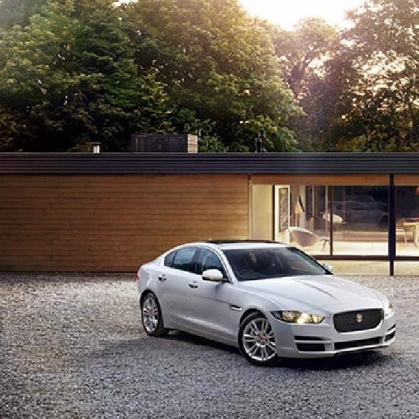 Jaguar Resmi Rilis Model XE di NAIAS 2015