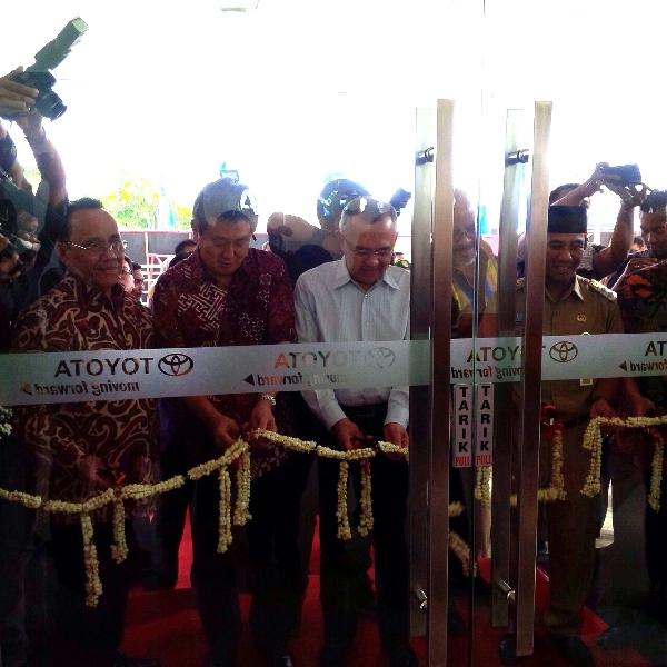 Toyota Resmikan Dealer dan Learning Center di Riau