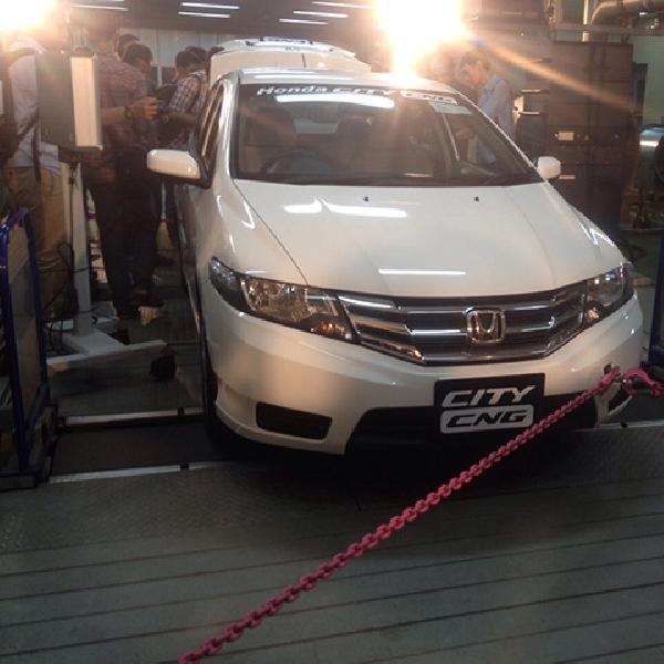 Honda Resmi Donasikan Honda City CNG Kepada BPPT