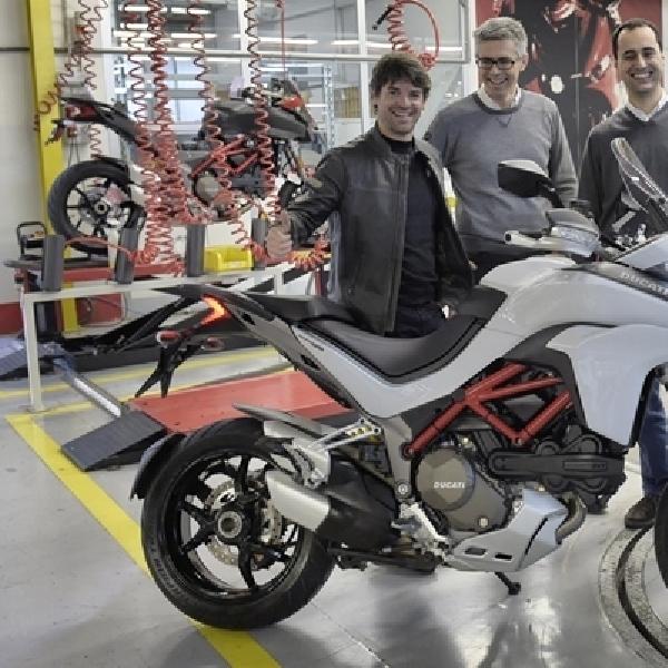 Carlos Checa Jadi Konsumen Pertama 2015 Ducati Multistrada 1200