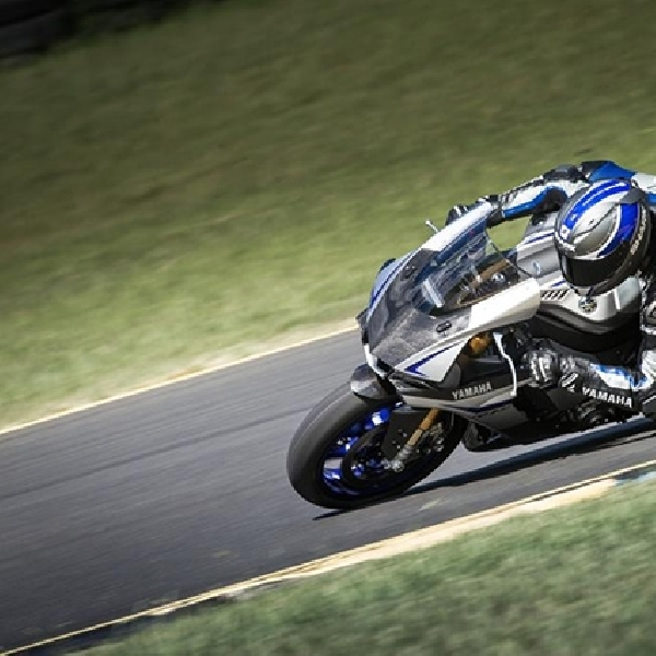 Pelanggan Yamaha R1M dapat Jaket Dainese Airbag