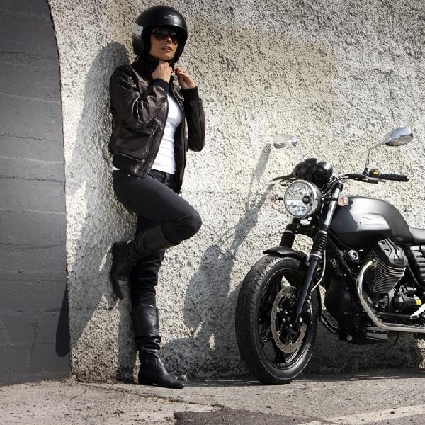 Moto Guzzi V7 Stone Desain Klasik Berteknologi Modern