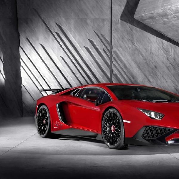Inilah Wujud Asli Lamborghini Aventador SV