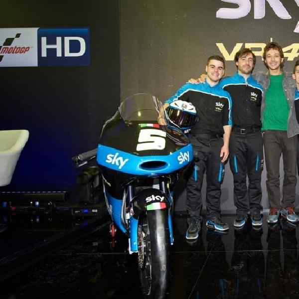 Rossi Luncurkan Seragam Baru Tim Moto3 Miliknya