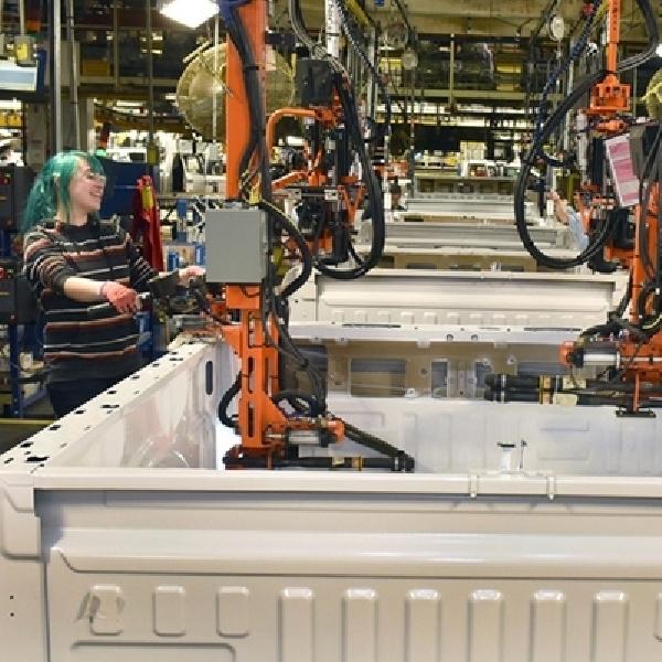 Ford Mulai Produksi F-150 di Pabrik Baru