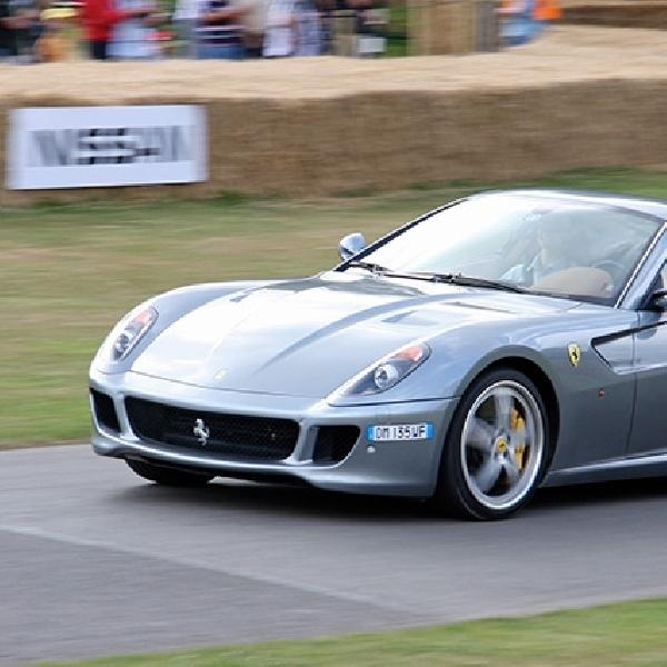 Gagal Menyalip, Ferrari 599 GTB Ringsek di Perancis