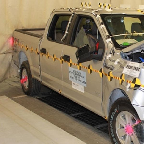 Ford F-150 SuperCrew Raih Nilai Tertinggi di Ajang Uji Keselamatan