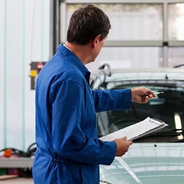 Wanita Lebih Butuh Bantuan Ketika Ingin Membeli Mobil