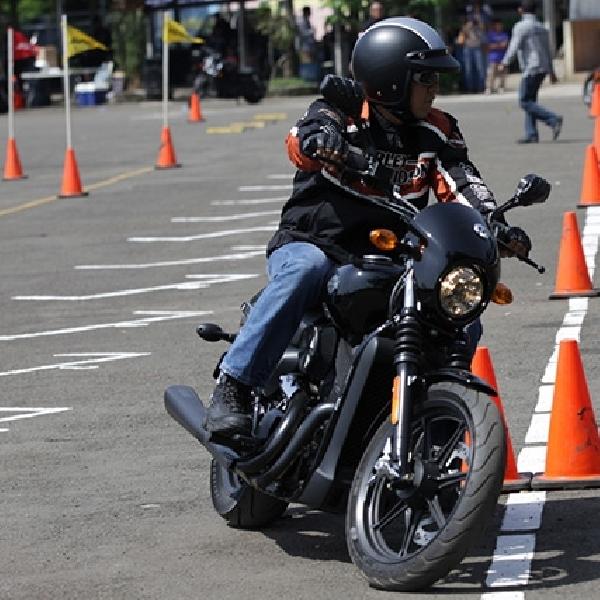 Pemilik Harley-Davidson Street 500 Belajar Safety Riding