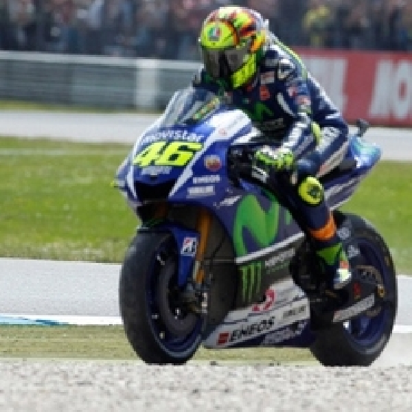 MotoGP: Rossi Membalap Layaknya Pebalap Motocross!