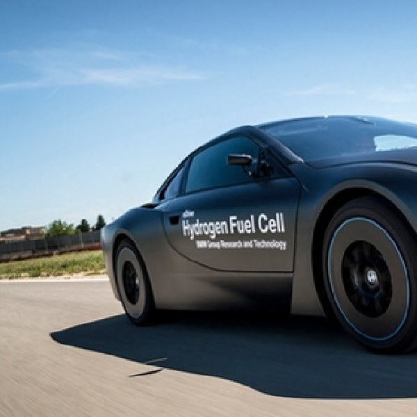BMW Ungkap i8 Berbahan Bakar Hidrogen