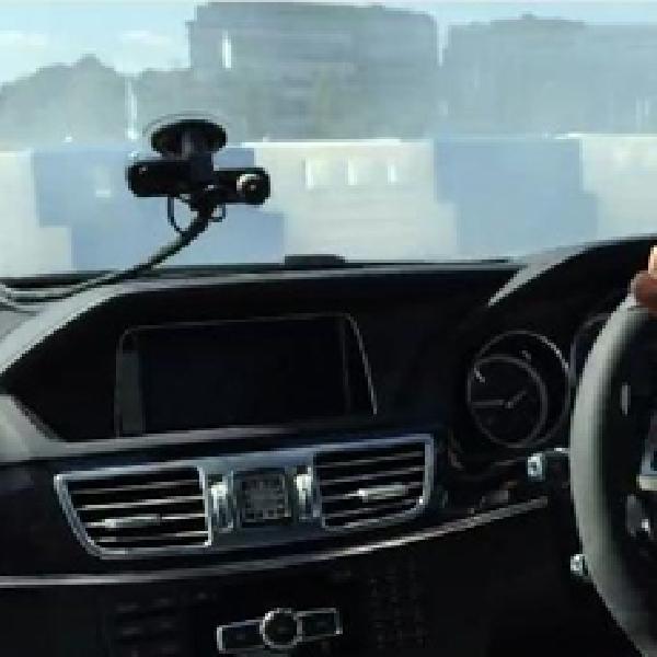Ini Cara Lewis Hamilton Drifting Pakai Mercedes-Benz E63 AMG
