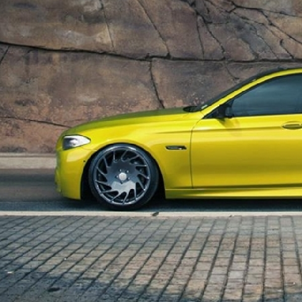 Modifikasi Simple BMW M5 by Vossen Wheels