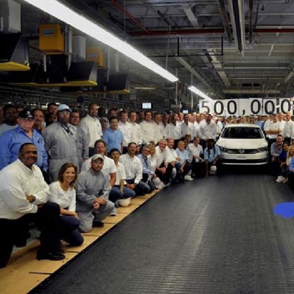Volkswagen Passat Rayakan Produksi 500.000 Unit