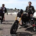 Keanu Reeves Geber Motor Custom di Suzuka