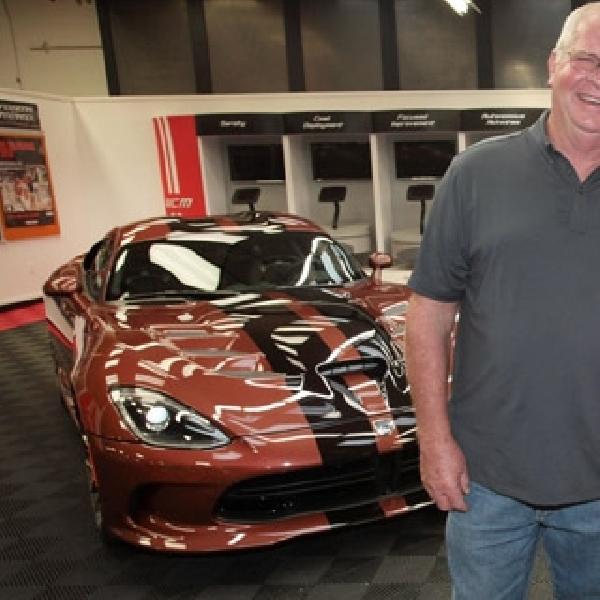 Pasangan Gaek Ini Koleksi 79 Dodge Viper