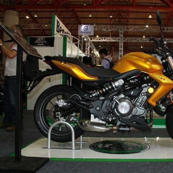 Benelli TNT 250 Saingi Yamaha MT25