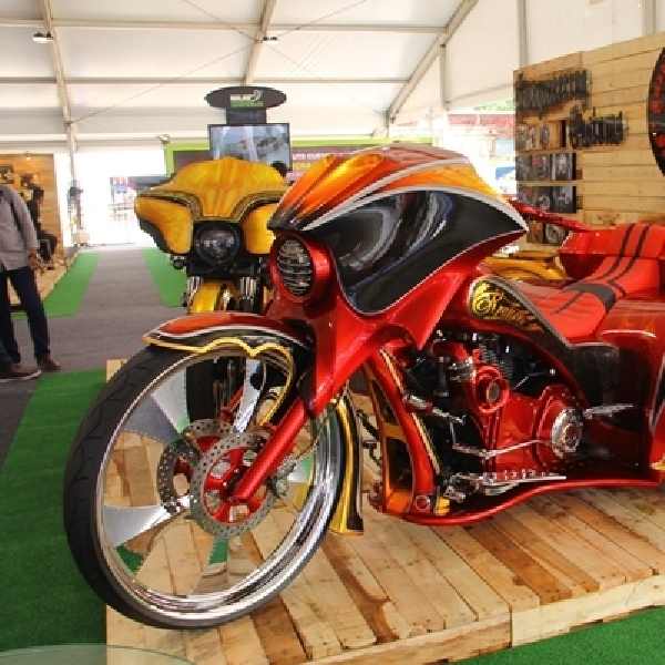 Imagineering Custom Pajang Monster Trike di IIMS 2015