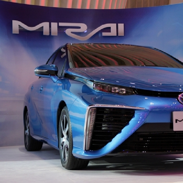 Toyota Mirai, i-Road, dan Alphard Hybrid di GIIAS 2015