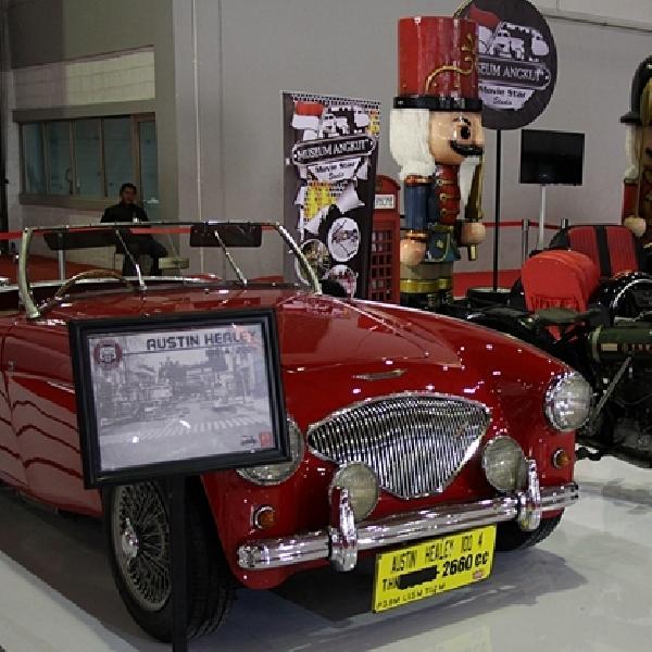 Mobil dan Motor Antik Koleksi Museum Angkut Ada di Jakarta