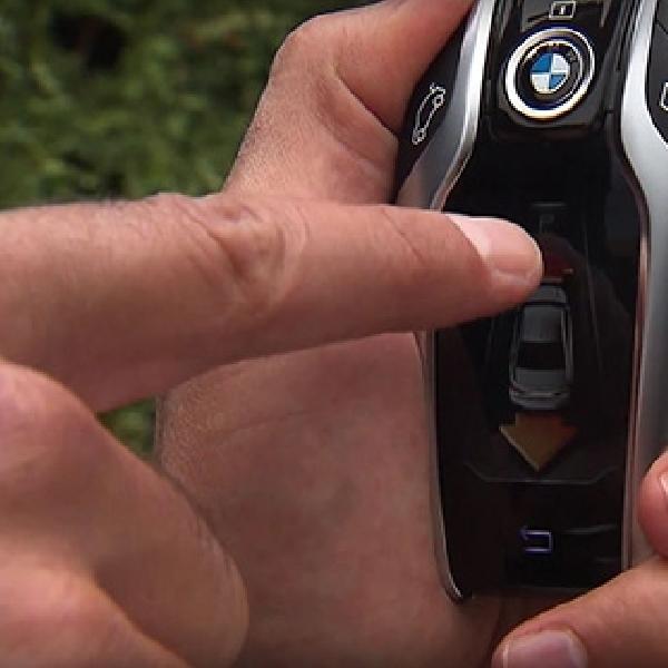 BMW Seri 7 Terbaru Bisa Parkir Otomatis Menggunakan Remote Kunci