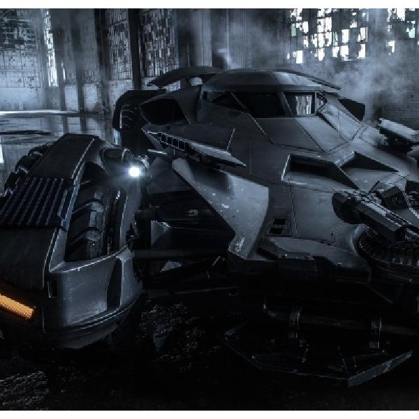 Batmobile Terbaru Dipamerkan di Warner Bros Studio