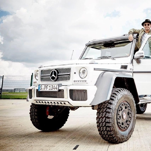 Anti-mainstream, Lewis Hamilton Lebih Pilih Koleksi Mercedes-Benz G63 AMG 6x6