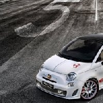 Abarth 595 Yamaha Factory Racing Edition Persembahan Bagi MotoGP