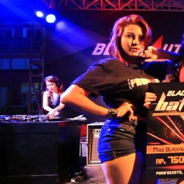 Kontes Miss BlackAuto Battle 2015 di Purwokerto Menggila