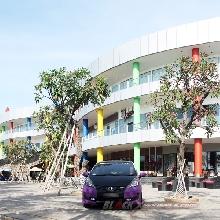 Komposisi warna bodi terlihat menyatu dengan area pemotretan di kawsan Mall Ancol