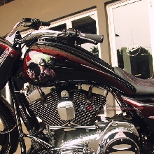 V-twin engine kinclong berkat chrome