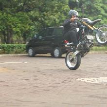 Aksi Ferdhy dengan motornya