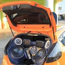 Sisi belakang Ford Fiesta stance