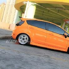 Sisi samping Ford Fiesta