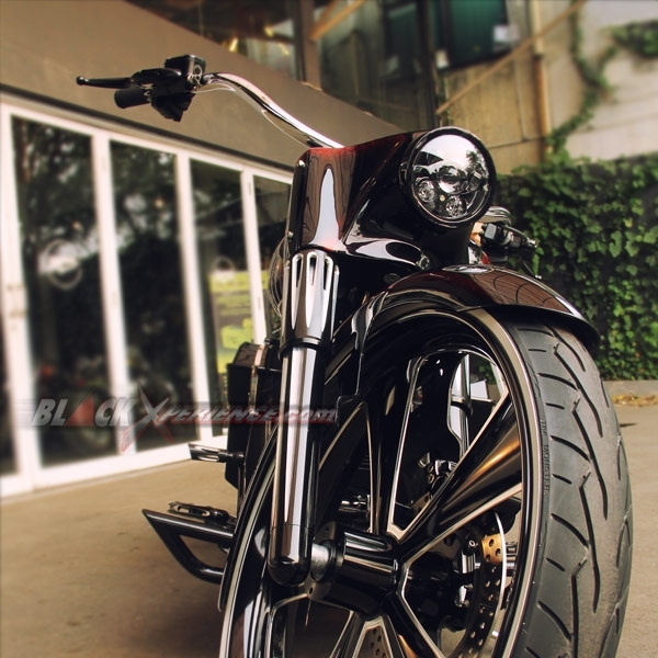 Modifikasi Full Aksesoris Harley-Davidson Road King