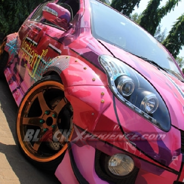 Modifikasi Daihatsu Sirion Drift Bergaya Street Racing