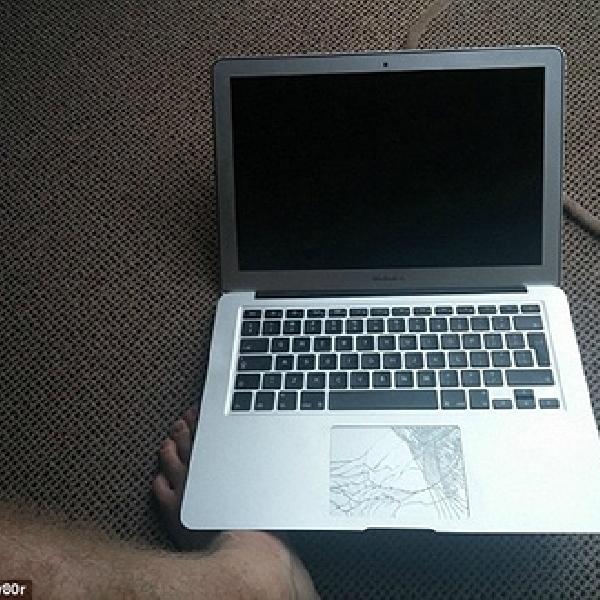 MacBook Air Sanggup Bertahan Setelah Jatuh dari Ketinggian 300 Meter
