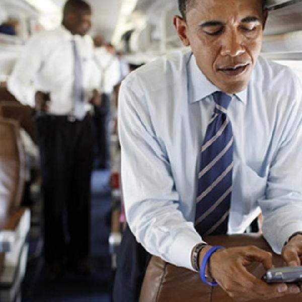 Obama: Saya Tidak Main Twitter dan Jarang SMS, Email lebih Aman