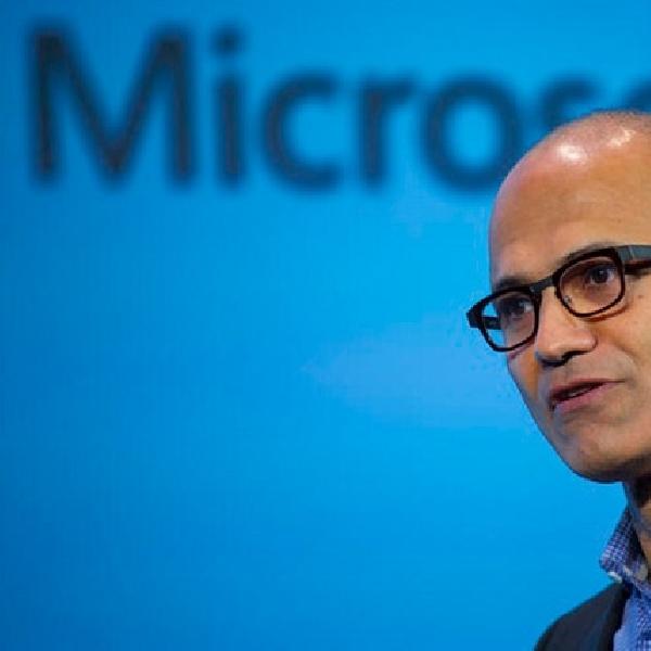 CEO Microsoft Gunakan iPhone untuk Presentasi