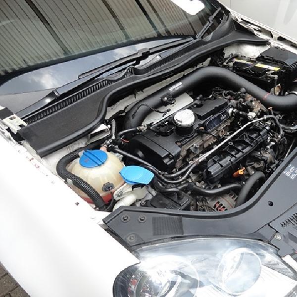 Tips Bersihkan Ruang Mesin Mobil